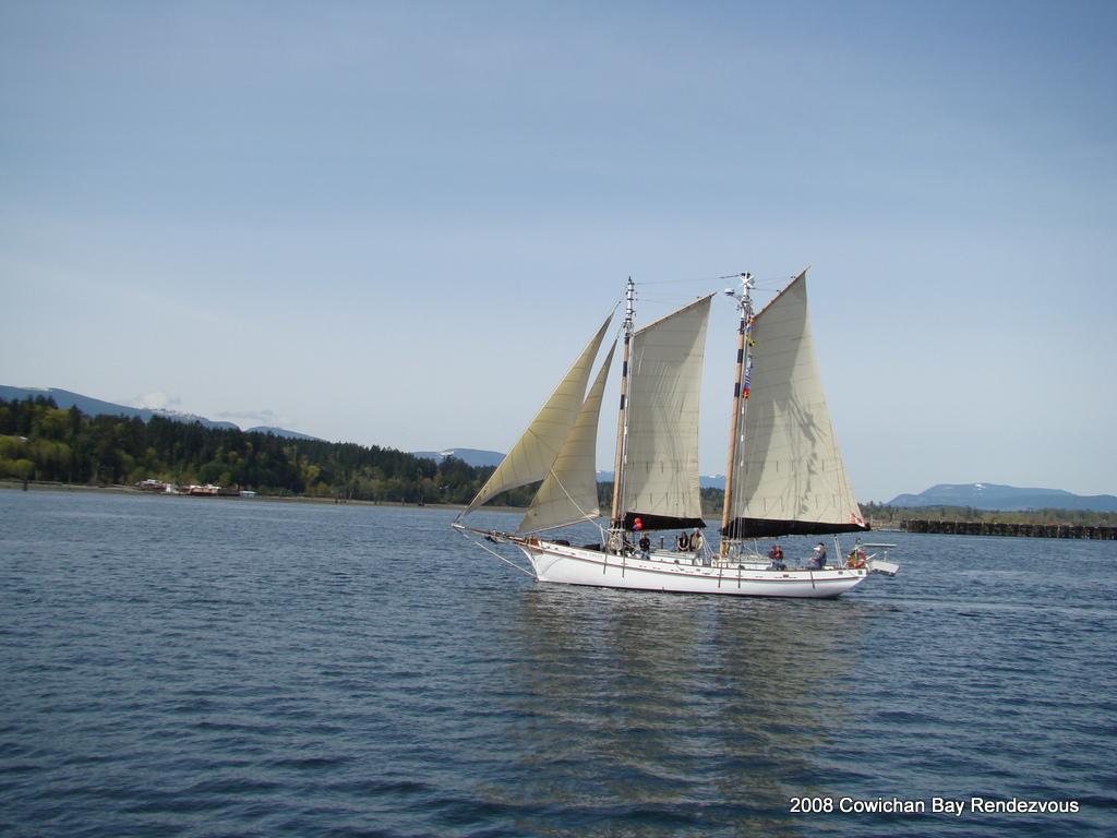 HMCS Oriole.JPG